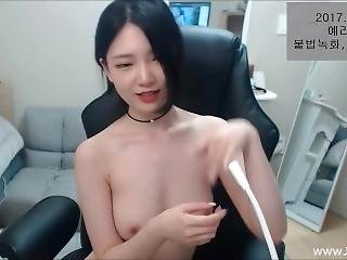 Very Cute Korean Bj Get Naked And Tease Us
