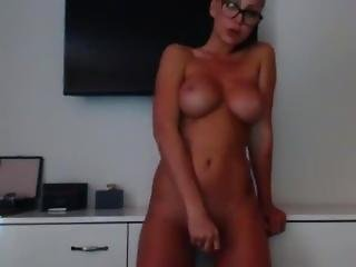 Cam Girl With Nice Ass And Tits