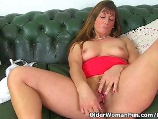 British Milf Lelani Lets Us Enjoy Her Juicy Fanny