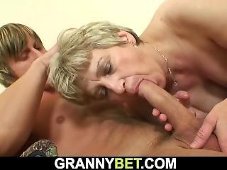 Iso Tissi, Blondi, Sohva, Tshekki, Pano, Isoäiti, Kova, Vanha, Vanha