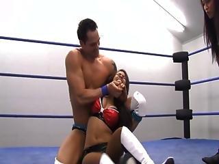 mixed fight woman defeats man 2