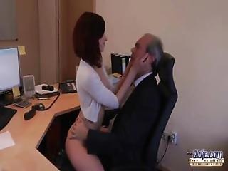 στη δουλειά, μωρό, πίπα, αφεντικό, χύσιμο, βαθύ λαρύγγι, δάχτυλο, γαμήσι, σκληρό, γραφείο, μεγάλος, μεγαλύτερος άντρας, γραμματέας, Seduced, σέξυ, φύλο, Εφηβες, στο χώρο εργασίας, νέα