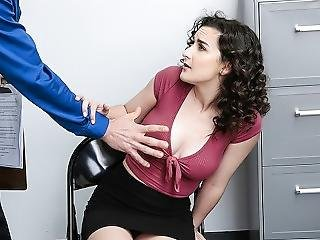 Shoplyfter - Sexy Thick Teen Spreads Her Legs For Dirty Mall Cop