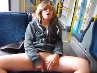 Amateur, Bonasse, Brunette, Bus, Masturbation, Publique