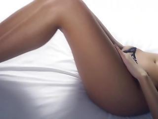 κώλος, μεγάλος κώλος, μελαχροινή, cam girl, πόδια, πατούσα, αυνανισμός, μικρά βυζιά, teasing, Εφηβες, λευκό