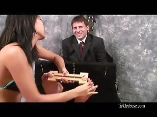 Kitzeln Folter große Titten