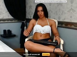 Narminsin Crossing Her Sexy Muscular Legs 2