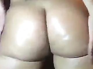Twerking Naked /sex With A Brush