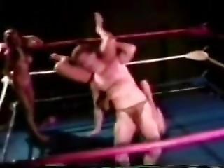 Arena Girls Wrestling: Tia & Jennifer Vs Mike & Geoff (1/3)