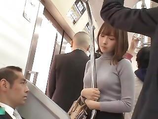 超短裙巨乳少妇地铁被爆干国产