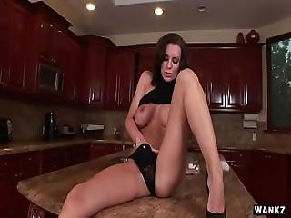 bonasse, brunette, doigtage, nique, chaude, maison, femme au foyer, milf, orgasme, star du porno, solo, femme