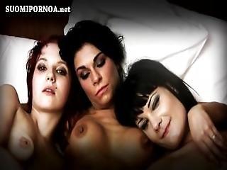 Trekant, Brunette, Lesbisk, Onanering, Sex, Hore, Tattovering, Vampyr