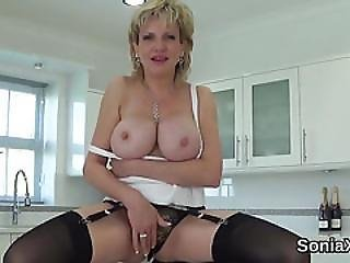 Cheating English Mature Lady Sonia Shows Off Her Heavy Breasts