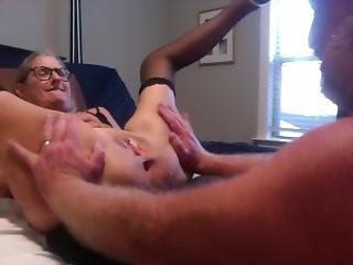 Hot Milf Gets Her Pussy Licked By Hubby And He Spreads It Wide Gape