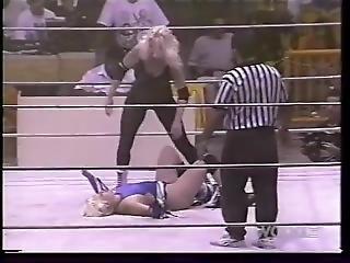Women Wrestling-t
