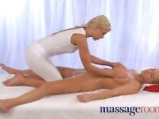 Massage Rooms - Expert lover gives oral