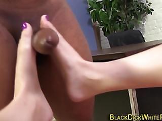 Fetish Babe Rubs Pussy
