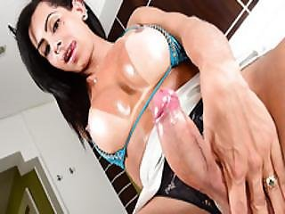 Latin Tranny Hottie Isabelly Ferreira Masturbates