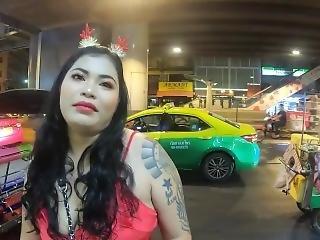 Deal For  Public Sex Thai Hooker In Sukhumvit Rd. Bangkok, Thailand 2020