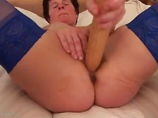 Mature Dildoes Her Pussy Hd