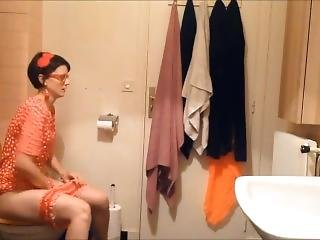 Sexy Shy Retro Girl Is Taking Shit And Piss!