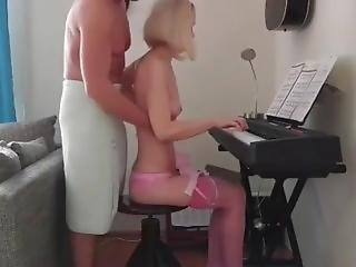 Pianist In Pink