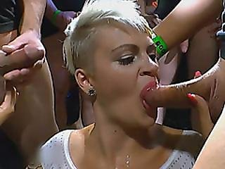 bonasse, blonde, pipe, trio, douche d'or, oral, fête, douche, salope, suce