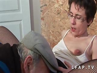 Mature Francaise Grave Sodomisee Dans Un Gangbang Pour Payer La Facture