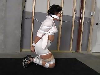 Bondage, Atada, Amordaçada