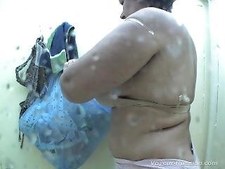 Voyeur Nudebeach Girls Washed And Changing Clothes In Beach Cabin