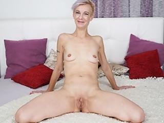 duza pyta, blondynka, obciąganie, głębokie gardło, twarz, ruchanie, babunia, lizanie, masturbacja, dojrzała, naturalne, naturalne cycki, sąsiadka, drobna, cipka, wylizać, krótkie włosy, małe cycki