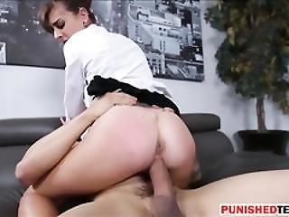 Sexy Babe Dakota Vixin Gets Her Pussy Fucked On Sofa