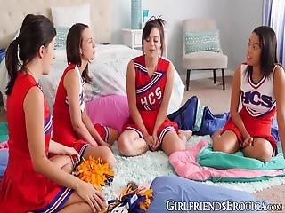 lesbiske cheerleaders har sex