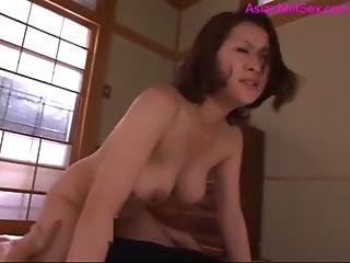Milf Getting Her Hairy Pussy Fingered And Fucked By Guy Creampie On The Floor In The Room