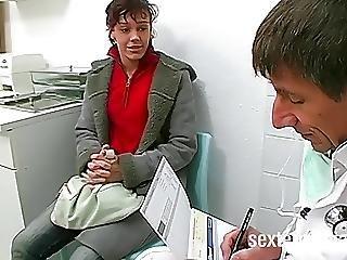 Teenie Vom Perversen Frauenarzt Gefickt