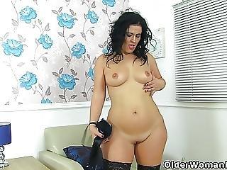 Curvy Milf Montse Swinger Finger Fucks Her Cunt