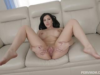 Seductress Latina Milf Shows Her Sexy Moves