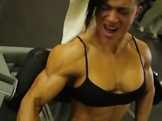 Female Bodybuilder Grunting And Moaning While Pumping Her Huge Muscles