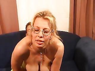 Blonde Bijstandsmoeder Wil Graag Neuken