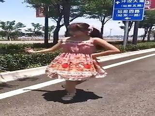 A Bare-skinned House Dance On The Street Of The Double Horse