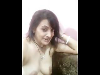Bengali Bhabhi Shows Nude Selfie