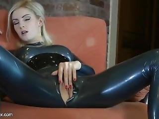 blondine, catsuit, fetisch, latex, onanieren, solo, Jugendliche