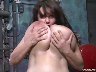 Porão, Grandes Mamas, Estrela Porno