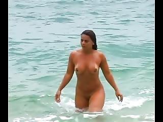 пляж, брюнетка, на открытом воздухе, дубленый, дразнение, вуайерист