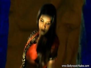 Seductive Bollywood Dancer Milf