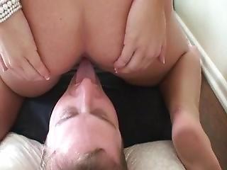 zadek, velký zadek, fetiš, lízání, kunda, lízání kundy, záchod