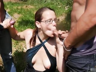 amateur, brunette, paar, faciaal, bril, buiten, sex, trio