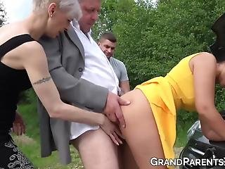 Starý šuká mladé gay porno