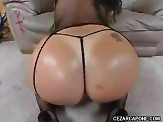 Juicy arab booty