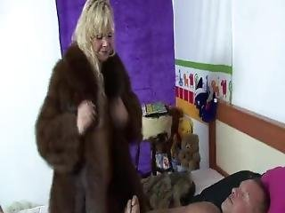 Fur Coat Escortgirl